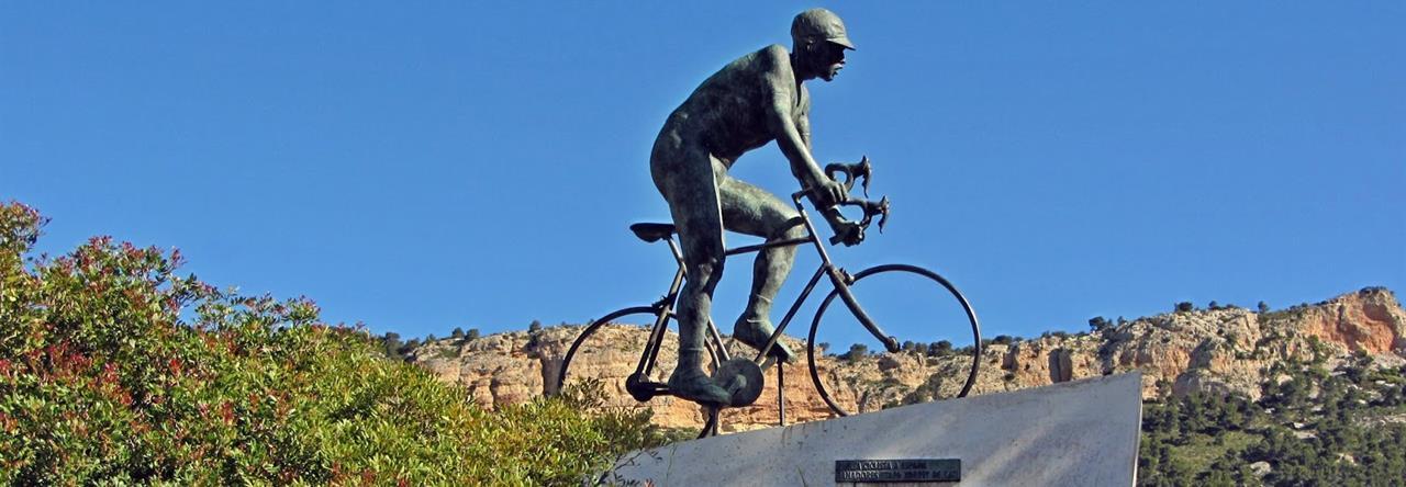 Monumento ciclista en Xorret de Catí